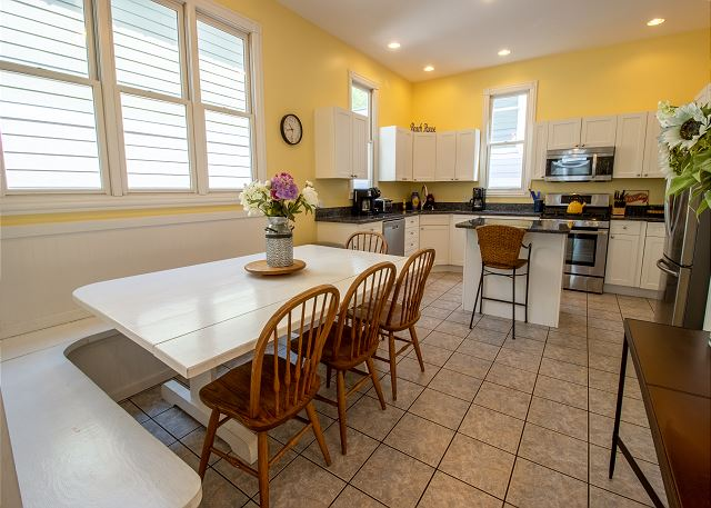 Main level dining for 8 and full kitchen