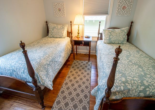 Second level bedroom #5 - 2 twin beds
