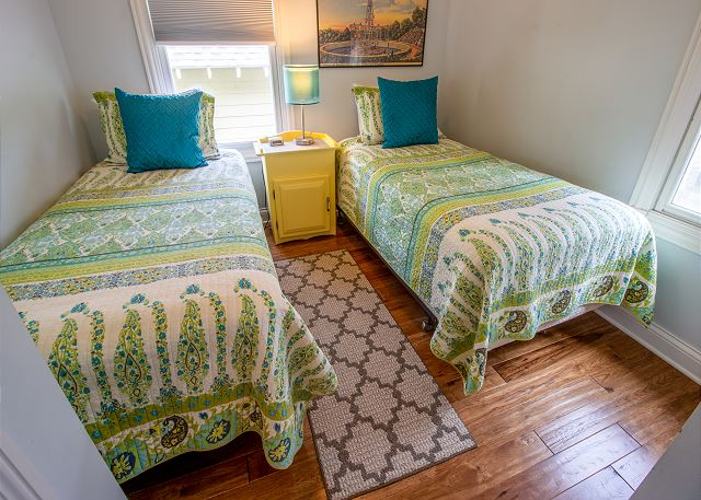 Second level bedroom #4 - 2 twin beds