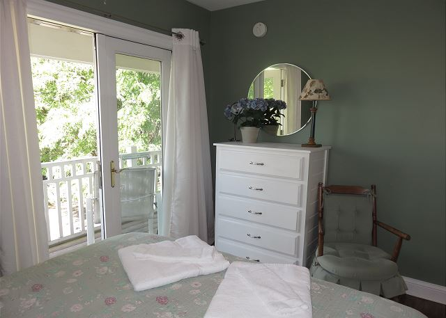 Queen Bedroom alternate view