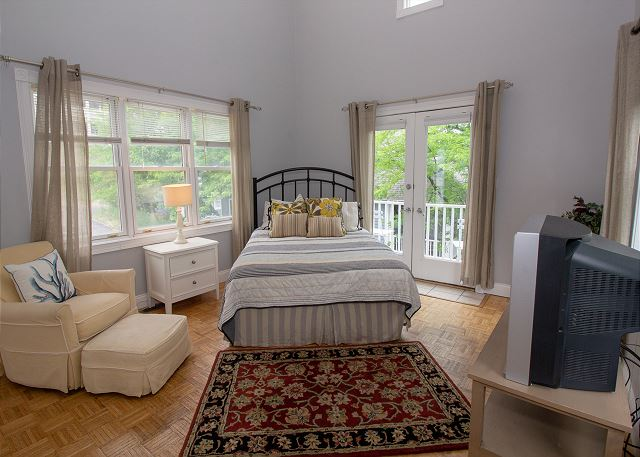 Blue Star guest house queen bed