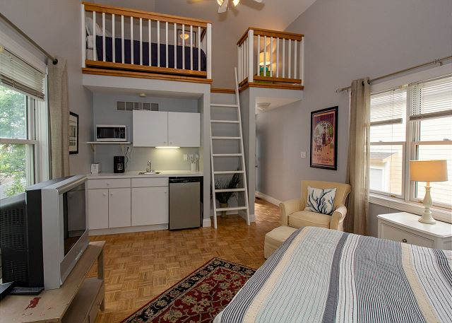 Blue Star Guest House loft with two twin beds and kitchenette