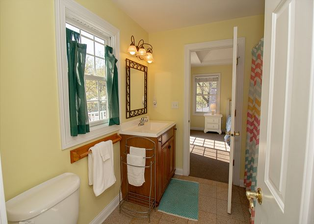 Jack and Jill bathroom shared with queen room.