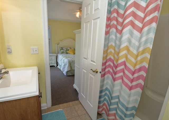 Jack and Jill bathroom between twin room and queen bedroom.