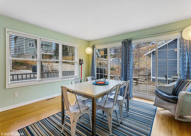 Eat-in Kitchen with access to the back deck
