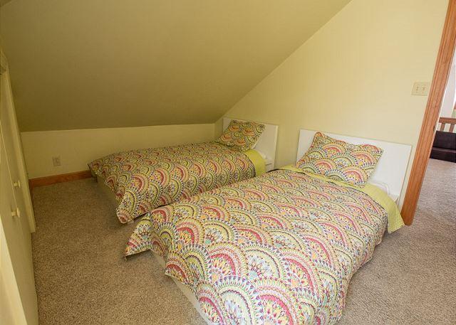 Loft 2 twin beds
