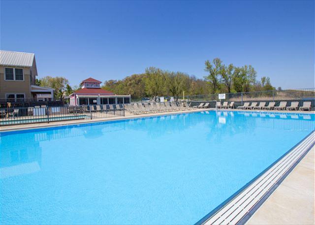 Resort Amenity-Heated Pool (seasonal)