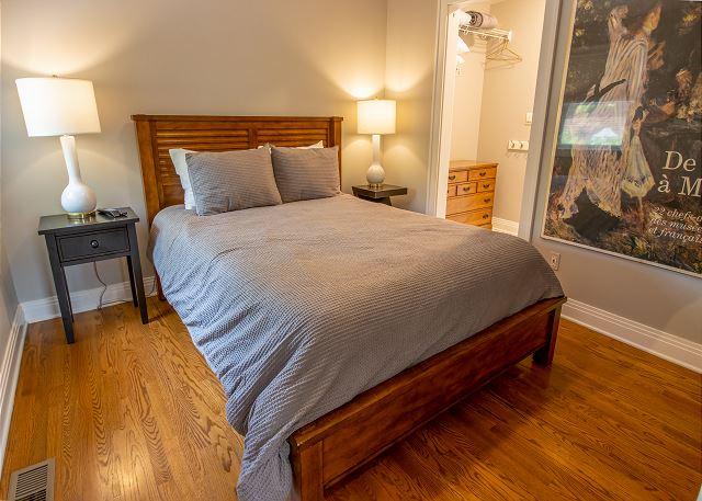 Guest house main level queen bedroom