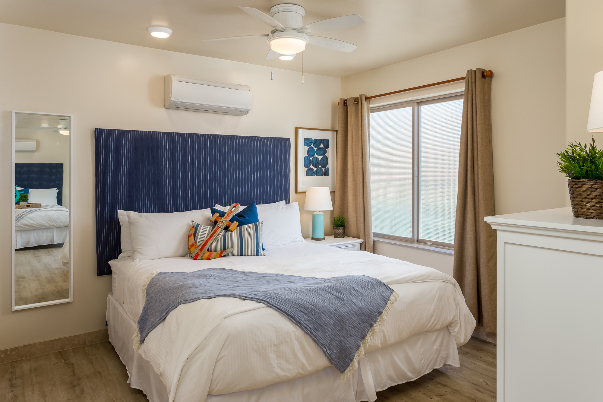 Oceanside Condo 4 Bedrooms Beachfront Only Vacation