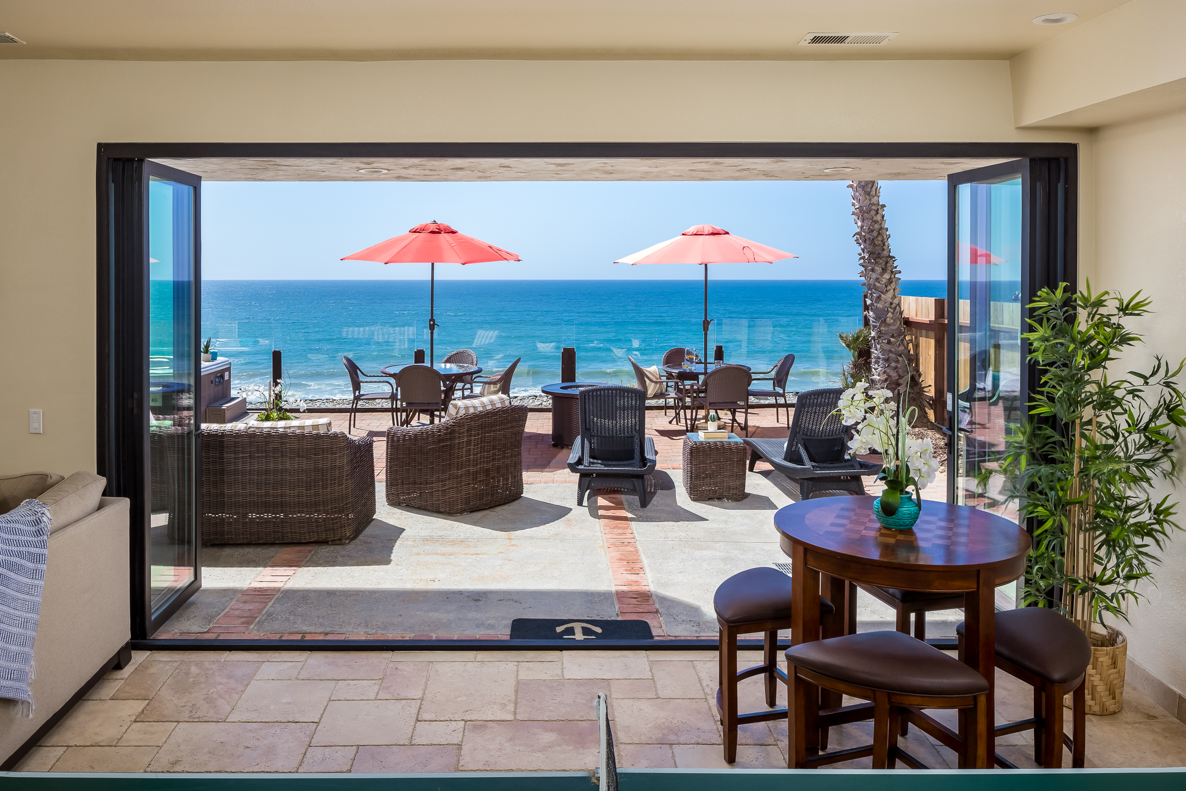 Gorgeous Eight Bedroom Oceanfront Home E693-0 | Beachfront Only ...