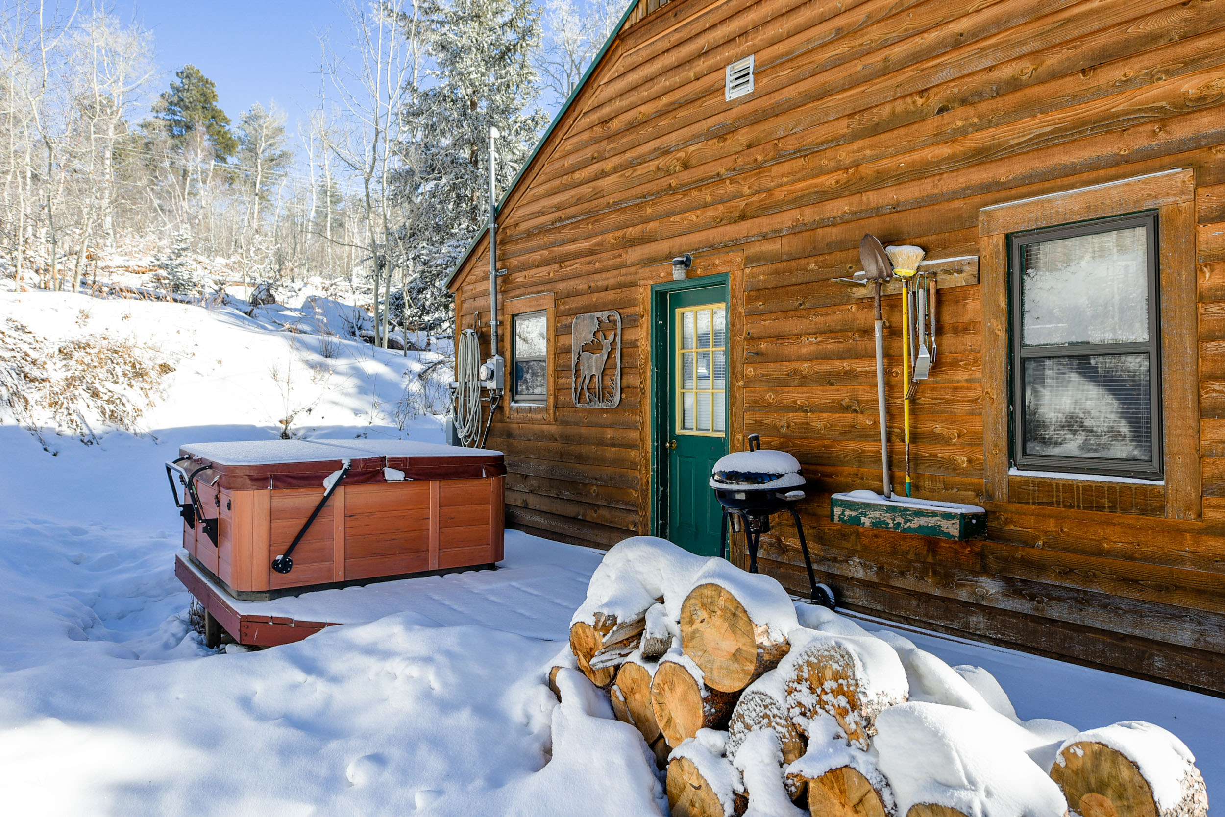 on the in cabin service bear big hill rentals pinetop watch presented cabins reservation village by