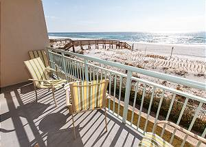 PI 206:UPDATED beach front condo, FREE WIFI, MOVIES, GOLF, BEACH CHAIRS!