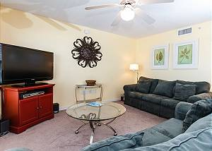 Islander 3006: Bright and cheery beach condo- WiFi,HDTV,FREE BEACH SERVICE