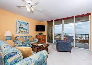 DP 201:DONT MISS OUT! AMAZING BEACH FRONT 2 BR WITH FREE BEACH SERVICE DAILY!