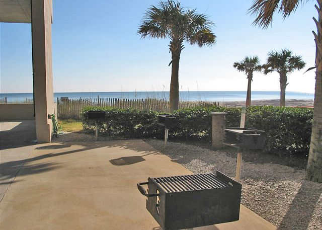Crystal Shores West grilling area.