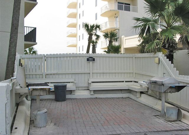 The Palms grilling area.