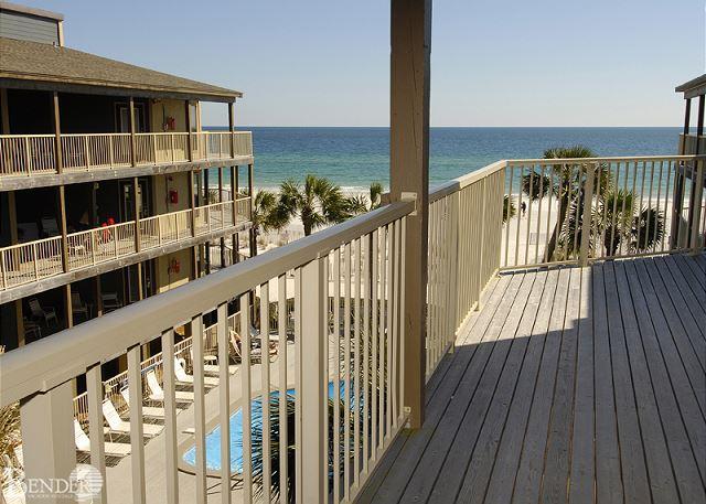 Common Deck Balcony.