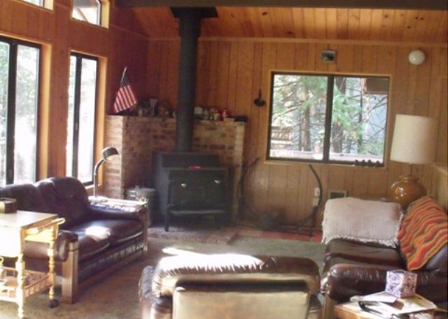 Dorrington ca united states conlan cabin big trees for Living room with lots of seating