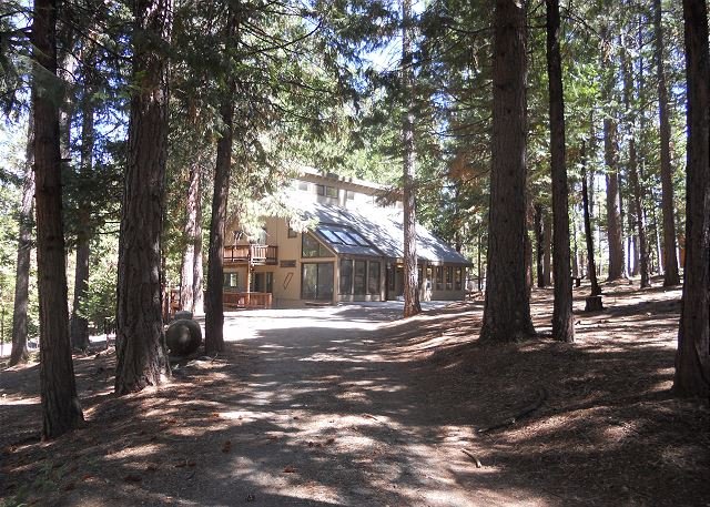 Grizzly's Den is located on a quiet cul-de-sac and is set back from the road for a peaceful setting as well as level access and lots of parking space!