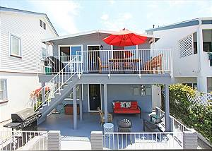 Affordable Beach House Bay and Ocean Close!