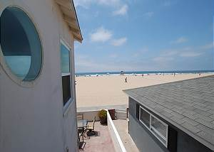 Adorable Upper Oceanfront Condo with Fabulous Views!