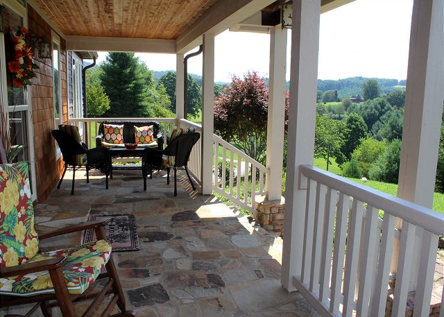 Just imagine relaxing, breathing in the fresh mountain air, and enjoying the gorgeous mountain views!