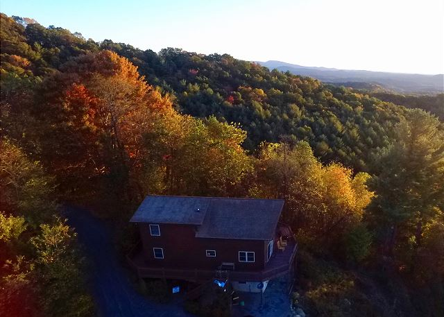 A drone photo of A Dream View taken during the peak fall season.