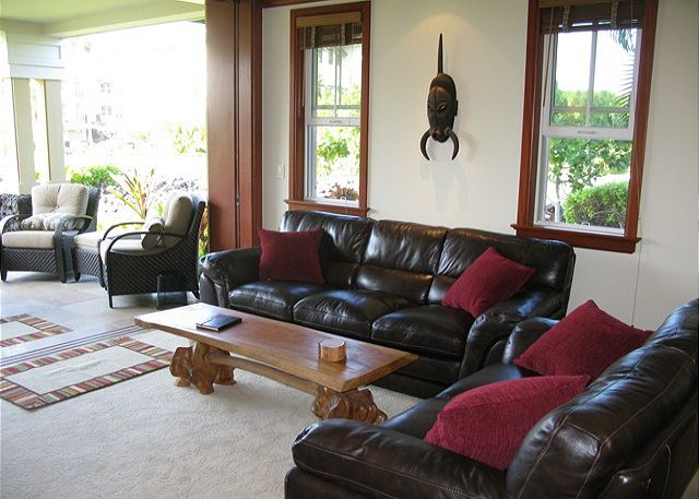 Living Area opens fully to the lanai