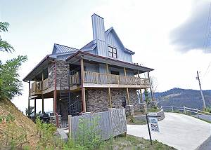 5 Bedrooms / 3 1/2 Baths, Brand New 2018, Hot Tub, Pool Table, Mtn. Views