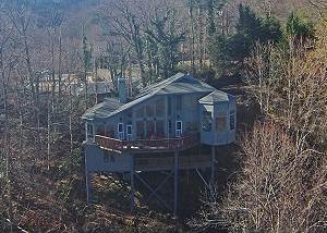 Extremely Unique 3 Bedroom Chalet, Mountain View, Hot Tub, Gas Grill,