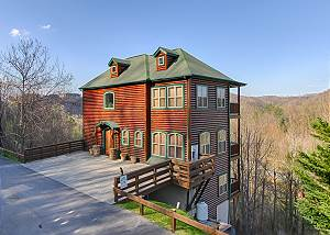 5 Bedroom / 5 Bath, City & Mtn. View, in Gatlinburg & Aquarium, WIFI, Hot Tub
