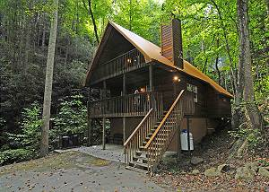 2 Bedroom Secluded Cabin, in Gatlinburg & National Park, Hot Tub, WIFI
