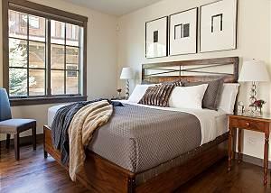 Guest Bedroom 1 - Fish Creek Lodge - Teton Village Luxury Cabin