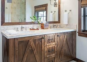 Upper Guest Bath- Fish Creek Lodge - Teton Village Luxury Cabin