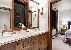 Guest Bed 1 Bath - Fish Creek Lodge - Teton Village Luxury Cabin