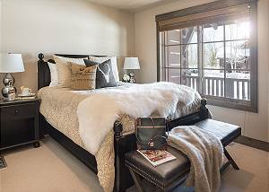 Guest Bed 1 - Jackson Hole Golf and Tennis - Luxury Cabin