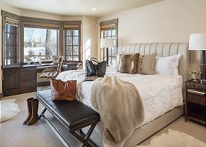 Master Bed - Jackson Hole Golf and Tennis - Luxury Cabin Rental