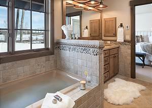 Master Bath - Jackson Hole Golf and Tennis - Luxury Cabin
