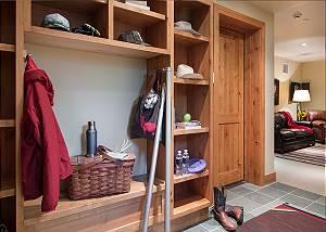 Lower Landing - Granite Ridge Lodge - Luxury Teton Village Cabin