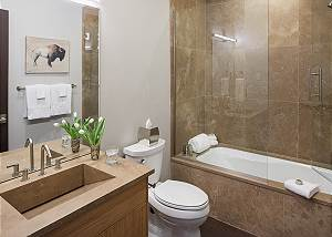 Guest Bath - Pearl at Jackson - Luxury Penthouse Jackson Hole