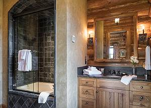 Guest Bath 1 - Grizzly Wulff Lodge - Luxury Cabin Jackson Hole