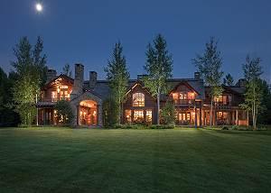 Back Exterior - Royal Wulff Lodge - Luxury Villa Jackson Hole