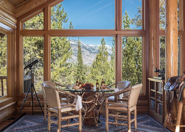 Breakfast Nook - Rocking V - Private Cabin in the Woods - Jackso
