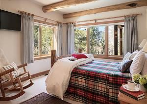 Guest Bedroom 1 - Rocking V - Private Cabin in the Woods - Jacks