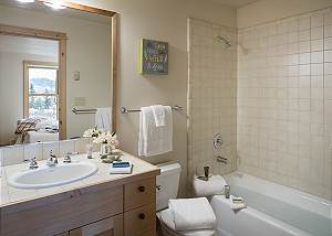 Guest Bath 1- Moose Creek - Slopeside Luxury Cabin Teton Village