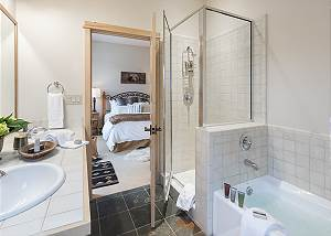 Master Bath - Moose Creek - Slopeside Luxury Cabin Teton Village