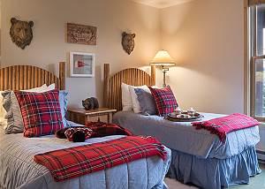 Guest Bed 2 - Moose Creek - Slopeside Luxury Cabin Teton Village
