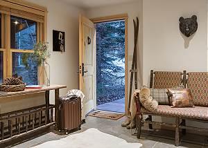 Entry - Moose Creek - Slopeside Luxury Cabin Teton Village