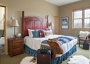 Master Bed- Moose Creek - Slopeside Luxury Cabin Teton Village