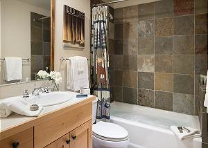 Guest Bath - Moose Creek - Slopeside Luxury Cabin Teton Village